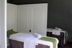 bakwena-day-spa-the-venue-country-hotel-and-spa-treatment-room-beds-inside