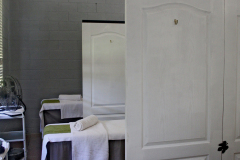 bakwena-day-spa-the-venue-country-hotel-and-spa-treatment-room-beds
