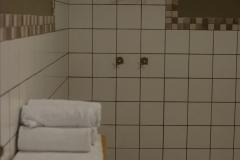 bakwena-day-spa-zevenwacht-wine-estate-shower-facilities